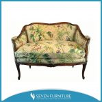 Sofa Motif Unik
