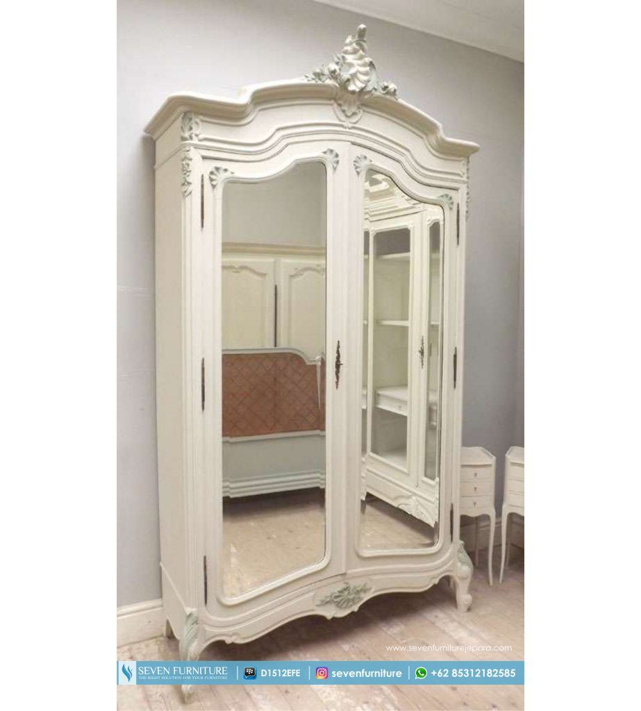 Lemari Pakaian Dengan Cermin