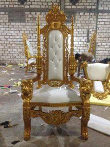Kursi Raja Emas – Lion Chair