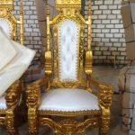 Kursi Raja Mahkota Emas