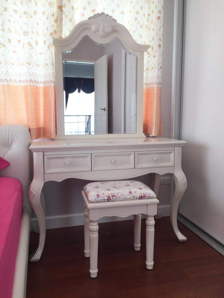 Meja Rias Putih Minimalis Klasik