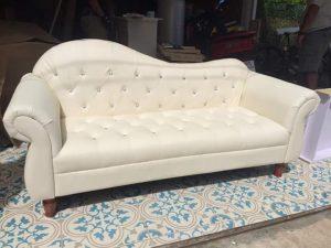 Sofa Tamu Putih Kulit Sintetis