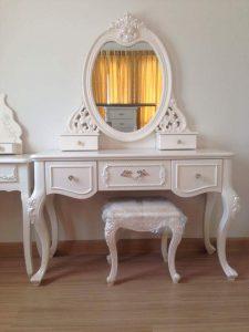 Meja Rias Putih Oval