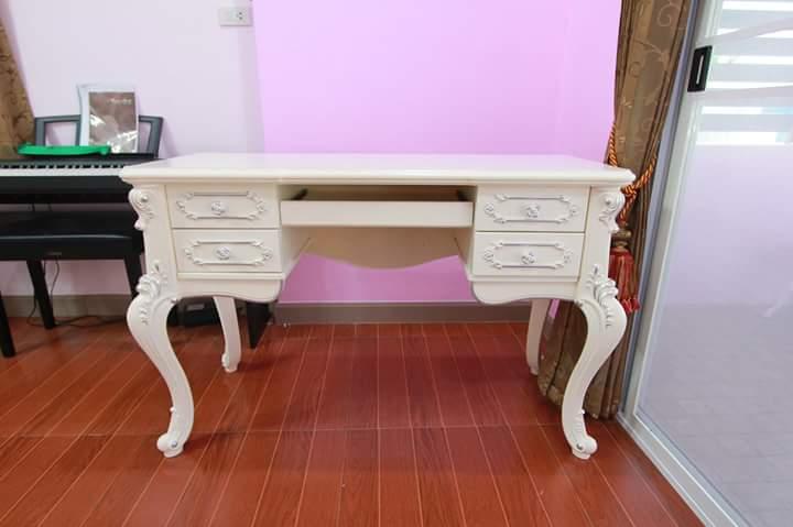 Meja Kerja Racoco Putih