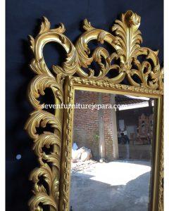 Detail Bingkai Cermin Dinding Ukiran