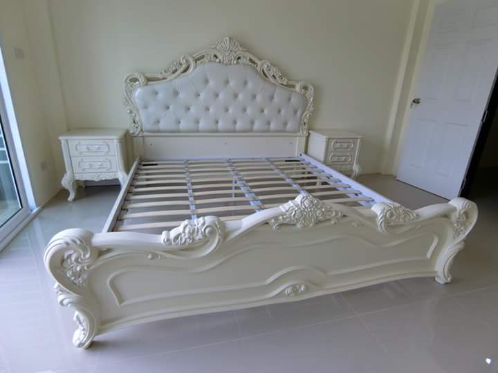 Set Tempat Tidur Ukiran Putih Ivory