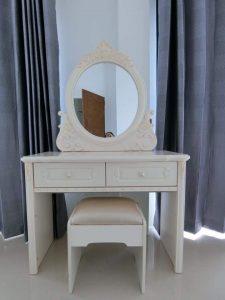 Meja Rias Ukiran Minimalis White Ivory