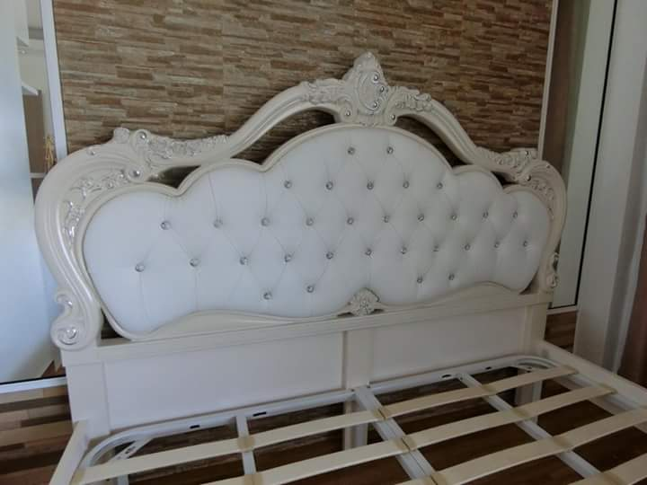Tempat Tidur Ukiran Cream