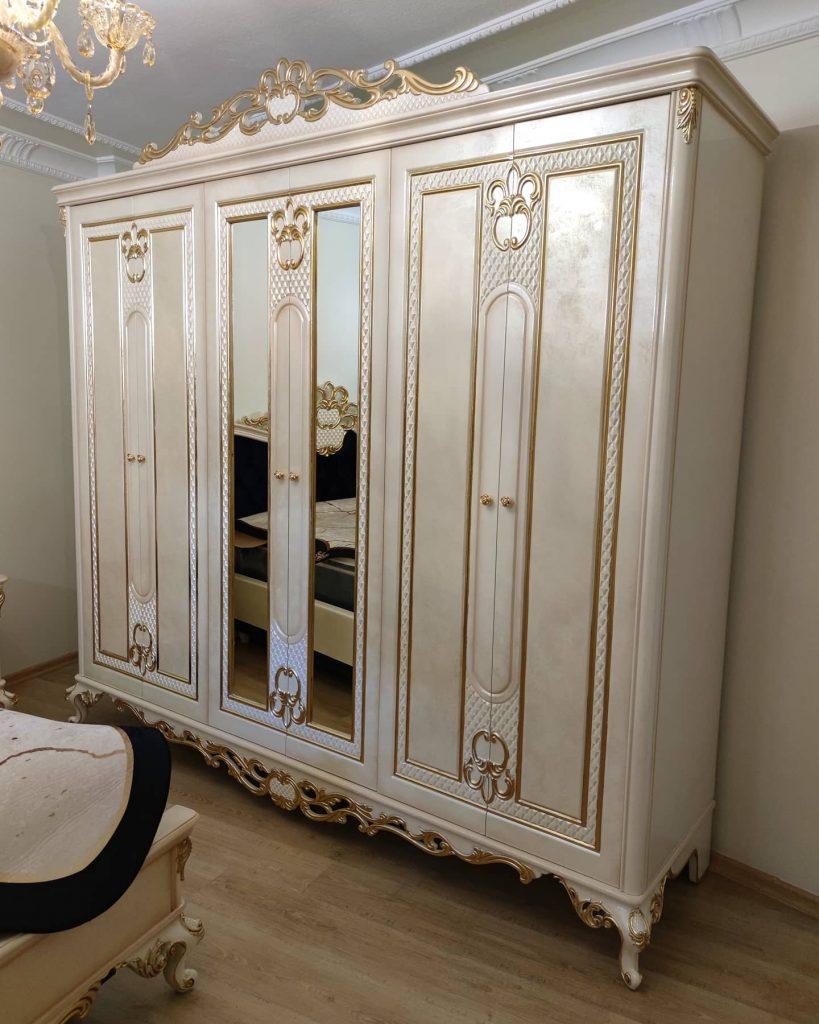 Lemari Pakaian Ukir Mewah Klasik 6 Pintu